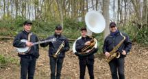 La fanfare Hill Steet Band met l'ambiance pour les CHOUFFEFANS