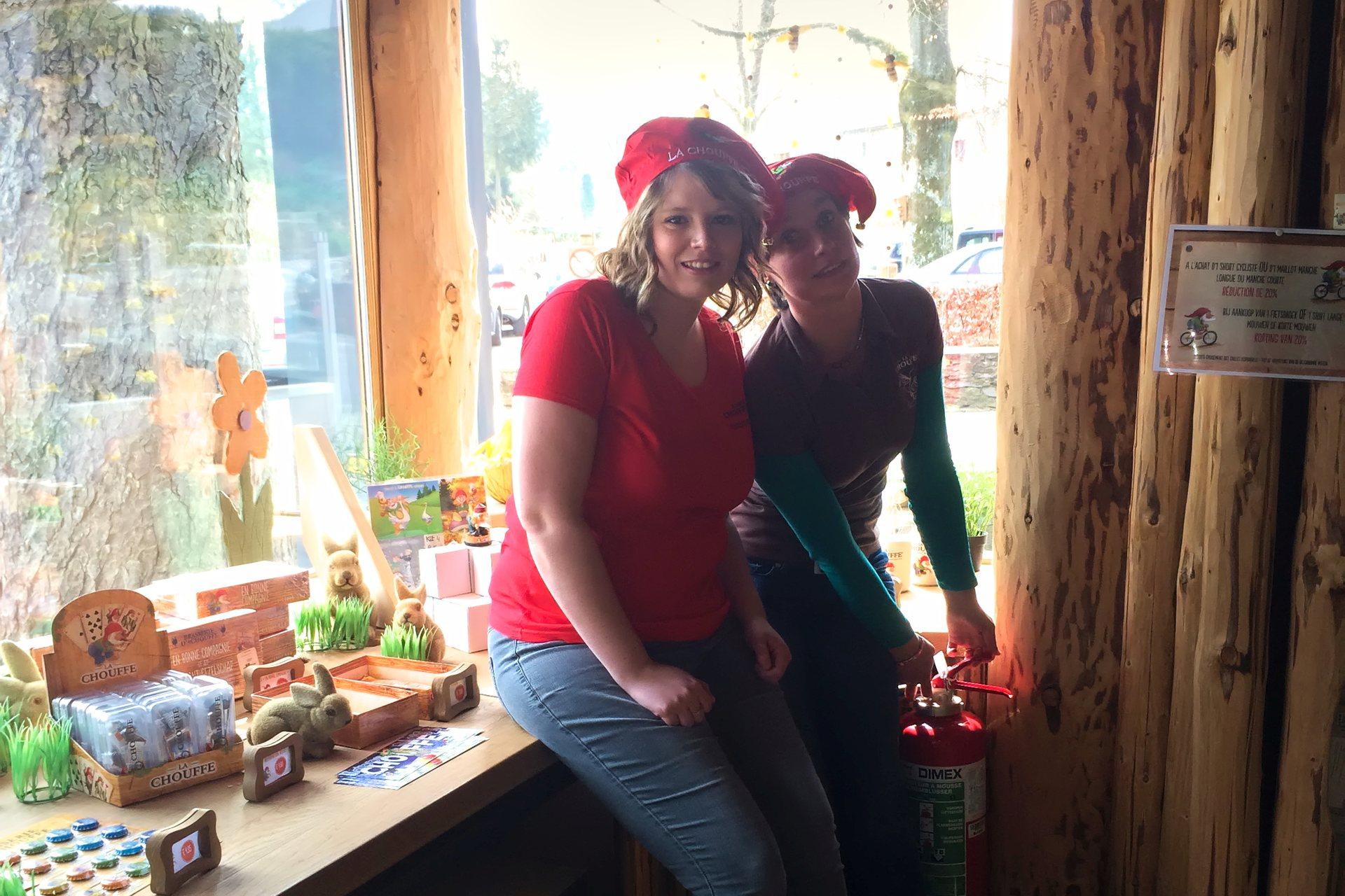 Laetitia et Stéphanie danst le CHOUFFE-Shop